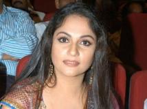https://hindi.filmibeat.com/img/2013/07/11-gracysingh-600.jpg