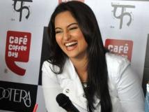 http://hindi.filmibeat.com/img/2013/08/17-sonakshi-sinha-600.jpg