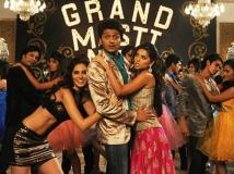 https://hindi.filmibeat.com/img/2013/09/04-grand-masti-based-on-adult-mobile-jokes-pic4.jpg