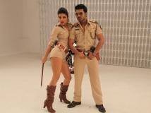https://hindi.filmibeat.com/img/2013/09/06-zanjeer-movie-review-pic5.jpg