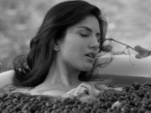 http://hindi.filmibeat.com/img/2013/10/03-sunny-leone-603.jpg