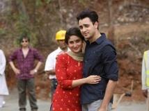 https://hindi.filmibeat.com/img/2013/10/13-x11-1381459775-x12-1378972981-kareena-kapoor-imraan-khan-should-be-married-pic1-jpg-pagespeed-ic-c-xzwzucap-jpg-pagespeed-ic-0ihtng0mo5.jpg