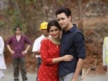https://hindi.filmibeat.com/img/2013/11/21-13-x11-1381459775-x12-1378972981-kareena-kapoor-imraan-khan-should-be-married-pic1-jpg-pagespeed-ic-c-xzwzucap-jpg-pagespeed-ic-0ihtng0mo5.jpg