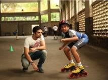 https://hindi.filmibeat.com/img/2014/05/09-saqib-saleem-partho-gupte-still-from-hawaa-hawaai-139693573680.jpg