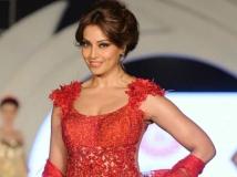 http://hindi.filmibeat.com/img/2014/06/18-bipasha.jpg