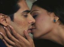 https://hindi.filmibeat.com/img/2014/09/10-raazfinal22.jpg