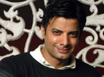 http://hindi.filmibeat.com/img/2015/02/26-1424951461-rahul-bhatt.jpg