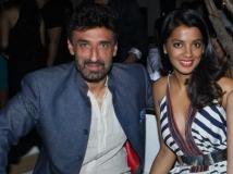 http://hindi.filmibeat.com/img/2015/06/27-1435398750-mugdha.jpg