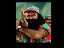 https://hindi.filmibeat.com/img/2015/09/09-1441821026-varun-dhawan-rohit-shetty-142736362100.jpg
