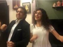 https://hindi.filmibeat.com/img/2016/07/govinda-ragini-khanna-19-1468922626.jpg