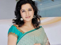 http://hindi.filmibeat.com/img/2016/11/tisca-chopra-29-1480395439.jpg