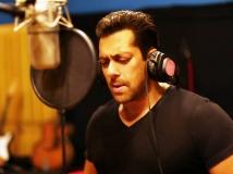 https://hindi.filmibeat.com/img/2017/06/salman-khan-singing-04-1496587907.jpg