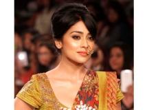 http://hindi.filmibeat.com/img/2018/02/shriyasaran-1517896092.jpg