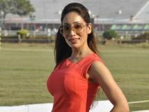 https://hindi.filmibeat.com/img/2018/06/14-sofia-hayat-1528696920.jpg
