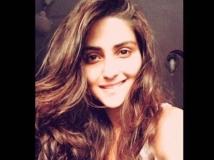 https://hindi.filmibeat.com/img/2018/07/pranutan-mohnish-bahl-daughter-1532670716.jpg