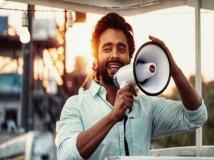 http://hindi.filmibeat.com/img/2018/09/jak67-1536427612.jpg