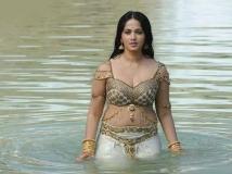 https://hindi.filmibeat.com/img/2019/11/happy-birthday-anushka-shetty-bahubali-devasena-1573148875.jpg