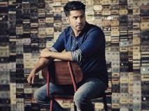 http://hindi.filmibeat.com/img/2020/04/stylish-picture-of-handsome-varun-dhawan-1586751811.jpg