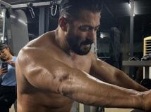 https://hindi.filmibeat.com/img/2020/05/-1590660776.jpg