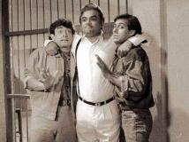 http://hindi.filmibeat.com/img/2020/05/pareshrawal5-1590778323.jpg