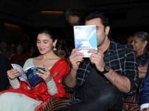 http://hindi.filmibeat.com/img/2020/07/ranbir-kapoor-alia-bhatt-pics-6-1567704551-1594095451.jpg