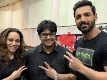 http://hindi.filmibeat.com/img/2020/08/1-1597746084.jpg