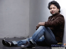 https://hindi.filmibeat.com/img/2020/08/kailash-kher-1597658341.jpg