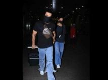 http://hindi.filmibeat.com/img/2020/08/ranveer-singh-deepika-padukone-spotted-airport-6-1598284914.jpg