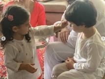https://hindi.filmibeat.com/img/2020/08/soha-ali-khan-saif-ali-khan-inaaya-taimur-rakhi-pics-3-1596565016.jpg