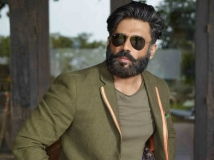 http://hindi.filmibeat.com/img/2020/08/suniel-shetty-1597131340.jpg
