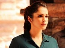 http://hindi.filmibeat.com/img/2020/09/isha-koppikar-1599278153.jpg