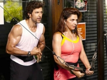 https://hindi.filmibeat.com/img/2020/10/hrithik-roshan-mother-pinky-roshan-corona-positive-1603390316.jpg