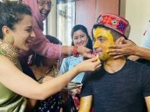 http://hindi.filmibeat.com/img/2020/10/kangana-ranaut-brother-s-wedding-rituals-start-1603029410.jpg