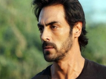 http://hindi.filmibeat.com/img/2020/11/arjunrampal2-1604991779.jpg