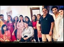 http://hindi.filmibeat.com/img/2020/11/karwachauth2020kapoorfamily1-1604565539.jpg