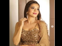 http://hindi.filmibeat.com/img/2020/11/lisa-1605930457.jpg