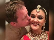http://hindi.filmibeat.com/img/2020/11/preity-zinta-karwa-chauth-1604685446.jpg
