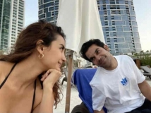 http://hindi.filmibeat.com/img/2020/11/rajkummar-rao-patralekha-romantic-pic-1606415427.jpg