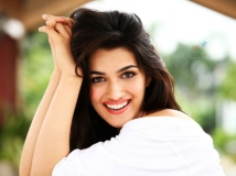 http://hindi.filmibeat.com/img/2020/12/30-1427704292-kriti-sanon-1607493923.jpg