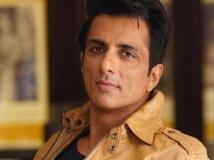 https://hindi.filmibeat.com/img/2020/12/amitsadhsharessonusood-1609237215.jpg