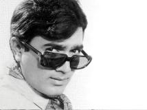 https://hindi.filmibeat.com/img/2020/12/rajeshkhanna7-1609179006.jpg