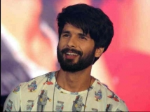 https://hindi.filmibeat.com/img/2020/12/shahid-kapoor-signs-shashank-khaitan-s-next-1600266361-1608725609.jpg