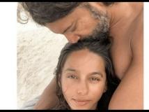 https://hindi.filmibeat.com/img/2020/12/shibanidandekarboyfriendfarhanakhtar4-1608975550.jpg