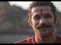 http://hindi.filmibeat.com/img/2020/12/sohumshah-1608118779.jpg
