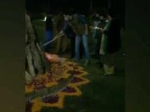 http://hindi.filmibeat.com/img/2021/01/ranbir-kapoor-celebrates-lohri-in-delhi-1-1610559486.jpg