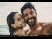 https://hindi.filmibeat.com/img/2021/01/shibanidandekarswishforbirthdayboyfarhanakhtar-1610209687.jpg