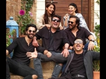 https://hindi.filmibeat.com/img/2021/02/cirkus-1612521893.jpg
