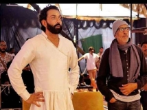 https://hindi.filmibeat.com/img/2021/03/6-1615272368.jpg