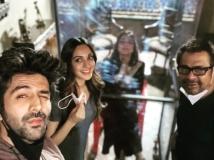 https://hindi.filmibeat.com/img/2021/03/ewf6al5vcaask6q-1615800357.jpg