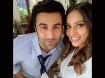 https://hindi.filmibeat.com/img/2021/03/ranbir-bipasha4-1616571644.jpg